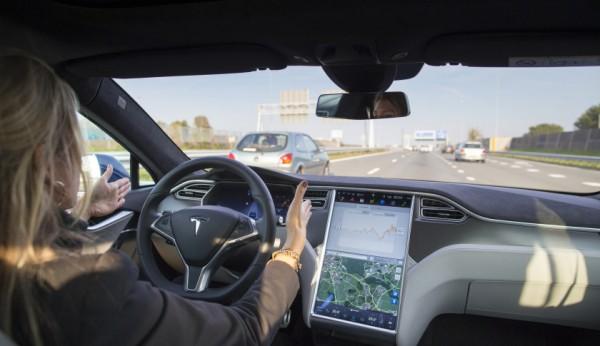 테슬라의 자율주행 차량 운행 모습 - Fortune.com 제공